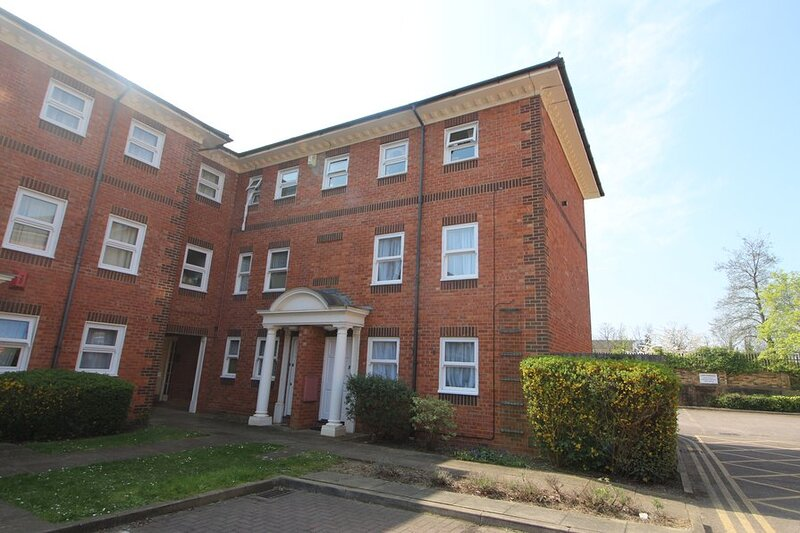 Just Relocate - Braemar Court - 3 Bedroom Apartment In Bedford With Workspace!, holiday rental in Ravensden
