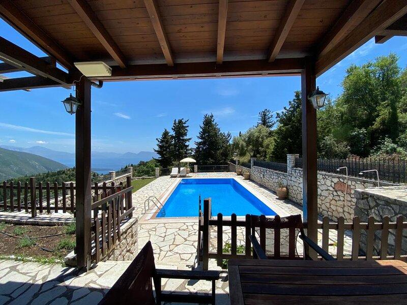 Executive Villa Scorpios with private pool, vakantiewoning in Kolivata