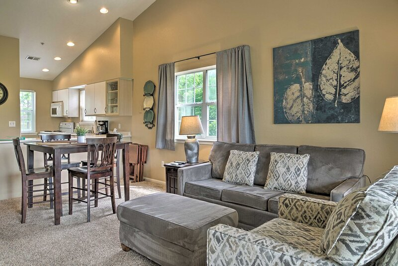 NEW! Airy Branson Condo: 6 Mi to Dtwn Attractions!, holiday rental in Kirbyville