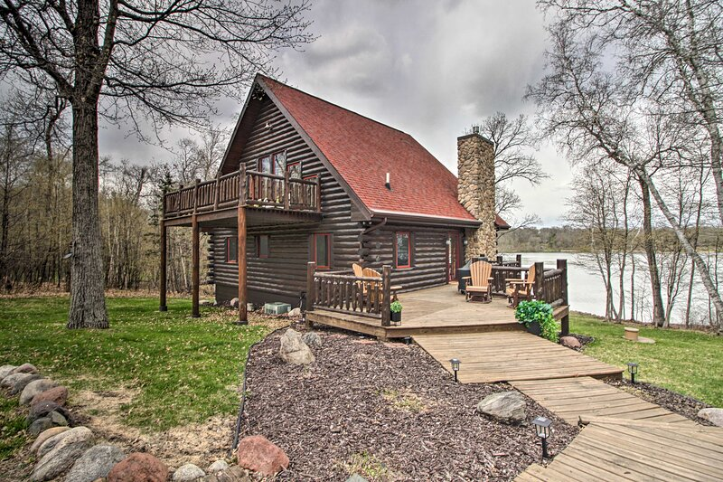 NEW! Upscale & Private Cabin Escape on Fawn Lake!, vakantiewoning in Breezy Point