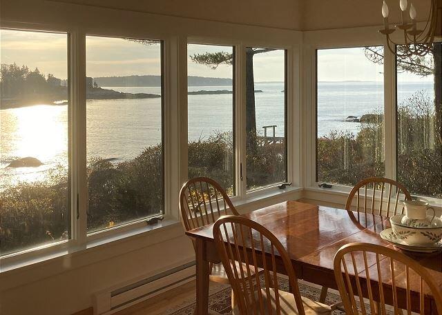Waterfront Retreat & Guest House | Private Dock, Kayaks | Lovely Cove Views, location de vacances à Southport