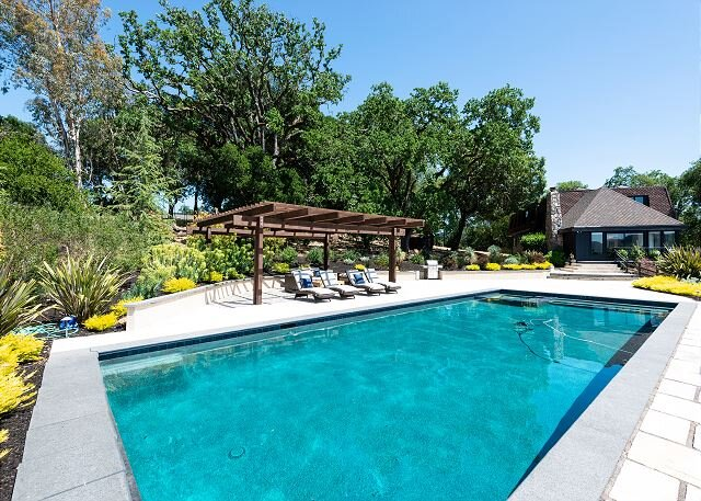 6.8-Acre Paradise | Home Office | Secluded Pool, Hot Tub & Basketball Court, holiday rental in Santa Rosa