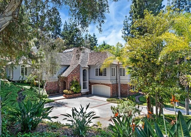 Helix Hideaway | Fabulous All-Suite Estate | Game Room & Outdoor Kitchen, aluguéis de temporada em Lakeside