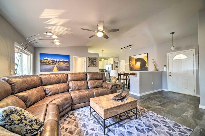 NEW! Pet & Family Friendly Durango Home w/ Hot Tub, holiday rental in Hesperus