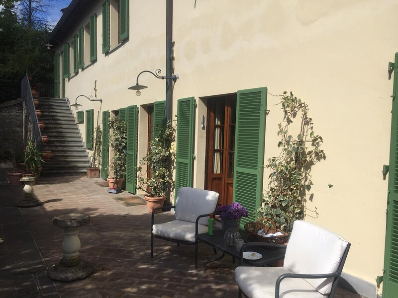 Beautiful Villa surrounded by private gardens, large pool, baby pool and views., holiday rental in Lerchi