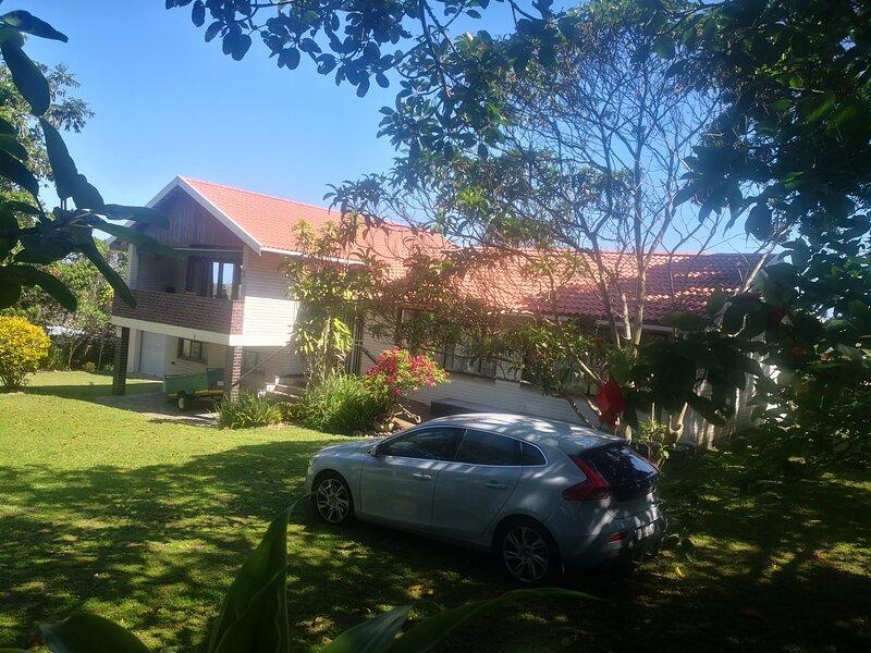 Family Holiday House - Sleeps 8, alquiler vacacional en Umkomaas