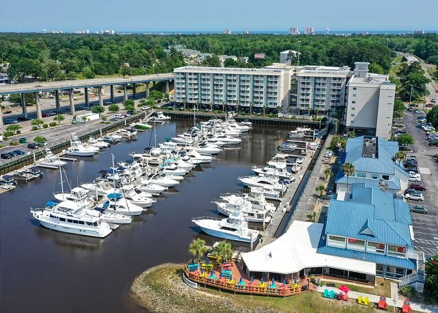 Check out the Boats &the Views from this Gorgeous Condo on the Waterway!, alquiler de vacaciones en Longs