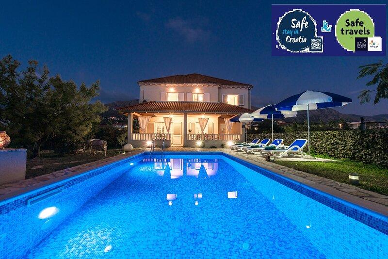Vila Summer-Exceptional privacy-perfect location, casa vacanza a Celopeci