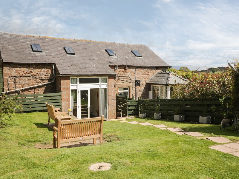 SWALLOWS NEST, open-plan, character, Armathwaite, holiday rental in Ivegill