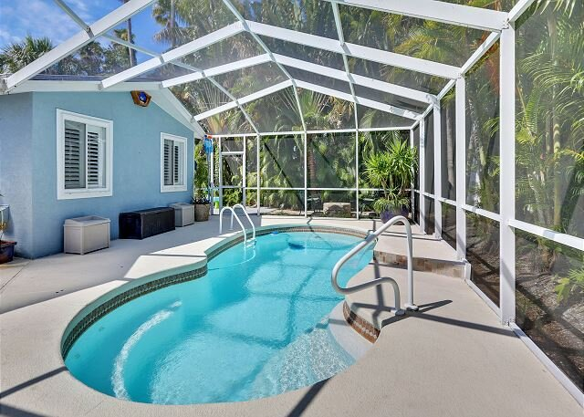 Sea Esta Pool Home - NEW Beautiful with lots of amenities, walk to the beach!, vacation rental in Redington Beach