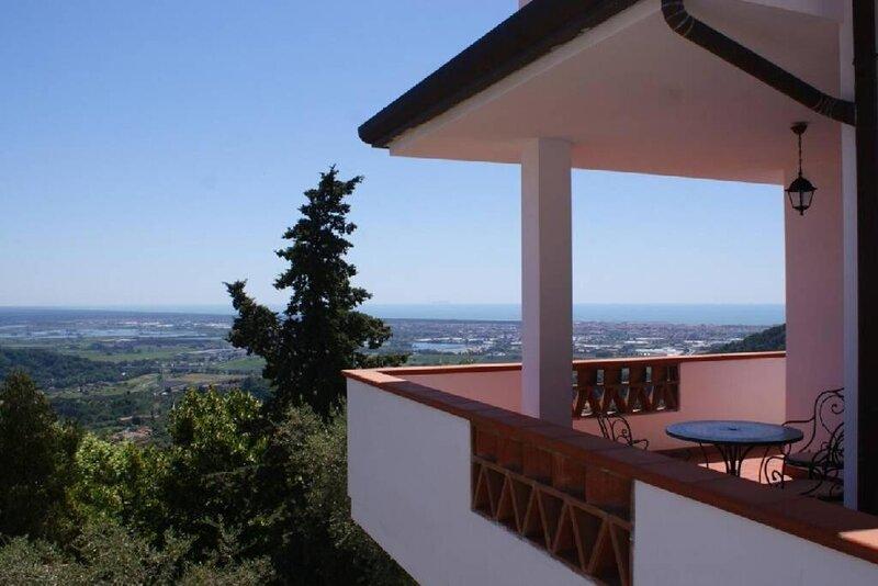 Villa Tre Fontane - Seaview villa near to Lucca and Pisa, alquiler vacacional en Massarosa