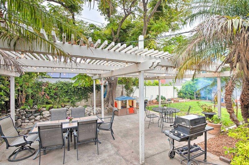 NEW! Costa Mesa Family Home Near Beaches & Disney!, alquiler vacacional en Costa Mesa