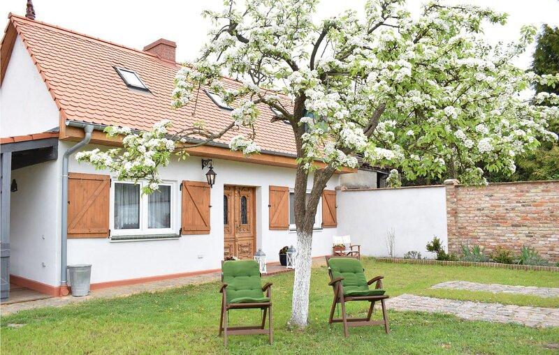 Stunning home in Nowe Warpno with WiFi and 3 Bedrooms (PPO756), location de vacances à Nowe Warpno