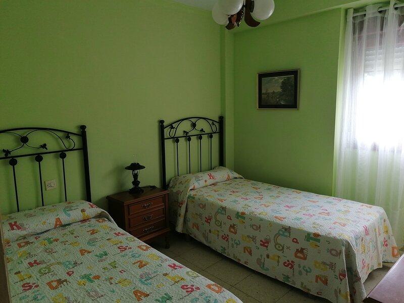 PISO 3 HABITACIONES - LUARCA, holiday rental in Queruas