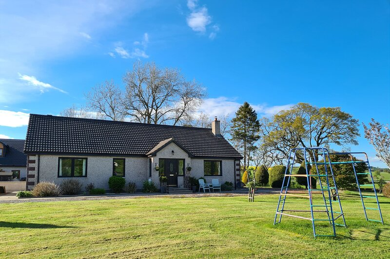Countryside detached holiday home with large garden close to Inverness, location de vacances à Fortrose