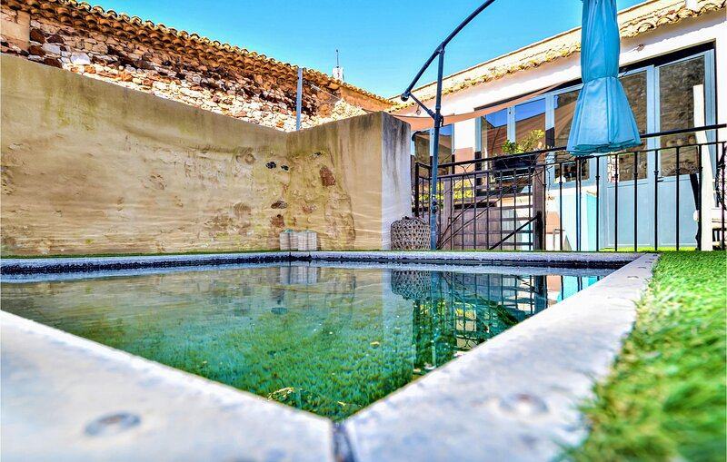 Stunning home in pouzilhac with Outdoor swimming pool, WiFi and 7 Bedrooms (FLG6, holiday rental in Valliguieres
