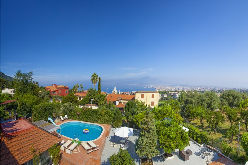 Castellammare di Stabia Villa Sleeps 12 with Pool Air Con and WiFi - 5891491, holiday rental in Castellammare Di Stabia