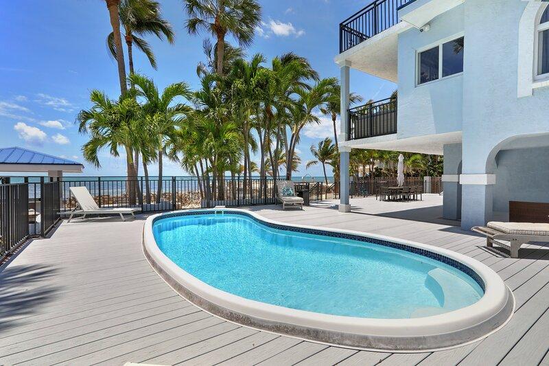 Luxury beachfront home with pool in Islamorada, holiday rental in Long Key