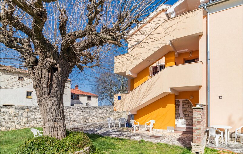Beautiful apartment in Bale with WiFi (CIC707), vacation rental in Smoljanci