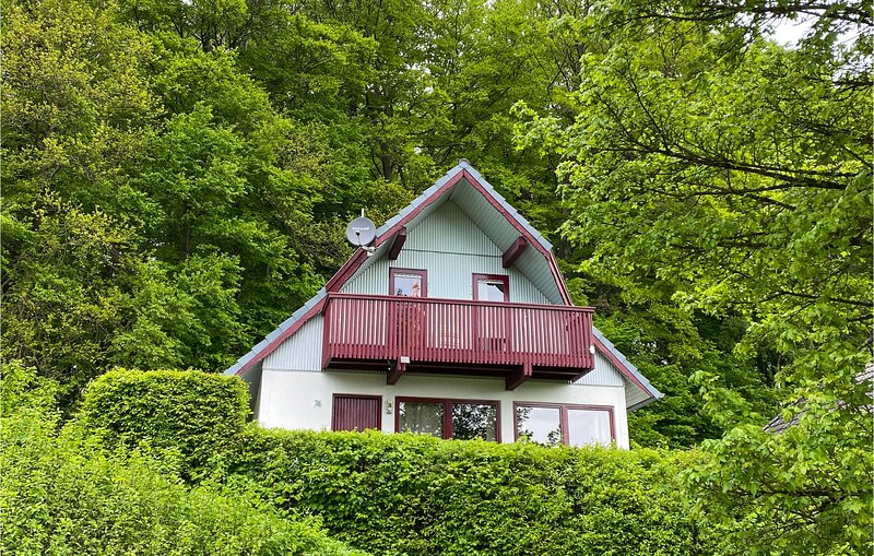 Amazing home in Kirchheim with WiFi and 3 Bedrooms (DHE218), vacation rental in Oberaula