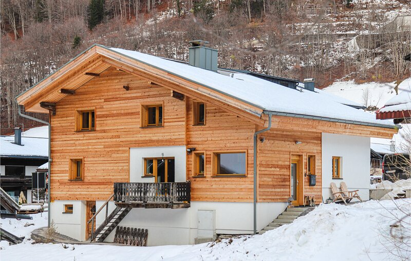 Stunning home in Klösterle am Arlberg with Sauna, WiFi and 4 Bedrooms (AVO159), location de vacances à Lech