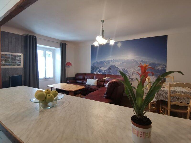 Grand appartement centre ville Chorges 3 chambres, holiday rental in La Batie-Neuve