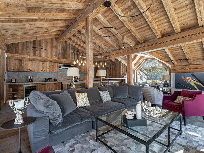 Chalet situé quatier du fornet proche des pistes, holiday rental in Val d'Isère