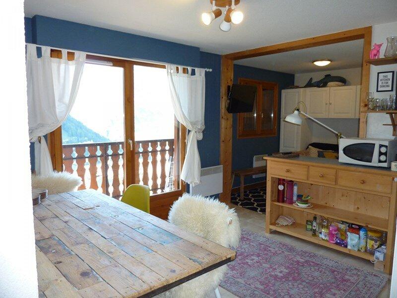 TER-OURS-48 appartement 3 pièces proche des pistes vue sur la vallée, holiday rental in Saint Jean d'Aulps
