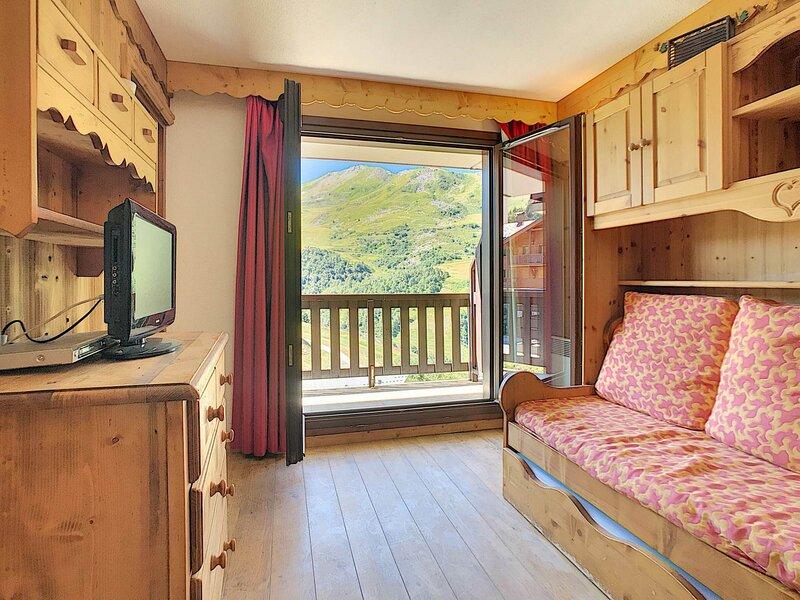 Bel appartement pour 6 personnes quartier Preyerand, holiday rental in Levassaix