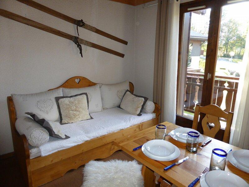 Appartement 2 pièces pour 5 personnes situé dans un secteur calme, holiday rental in Demi-Quartier