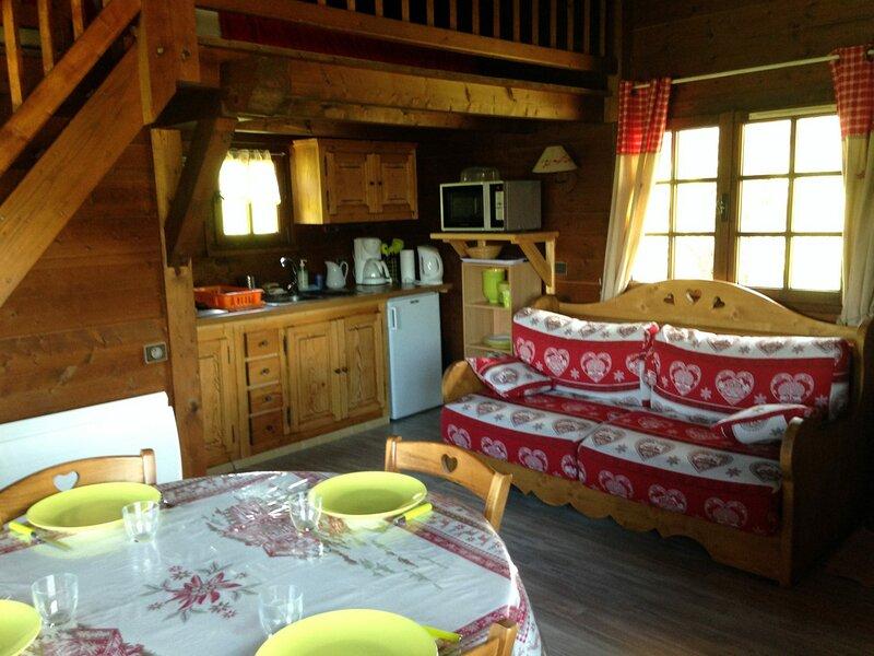 Authentique petit chalet indépendant de 35 m² pour 4 personnes, holiday rental in Combloux