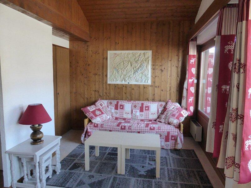 Appartement 2 pièces mezzanine pour 7 personnes situé à proximité du domaine, holiday rental in Demi-Quartier