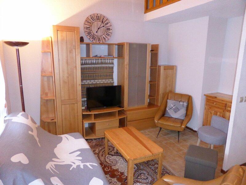 Appartement 3 pièces mezzanine pour 8 personnes situé aux Hameaux du Lay, vacation rental in Les Contamines-Montjoie