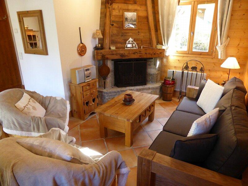 Chalet pour 6 personnes situé sur les hauteurs du village, alquiler de vacaciones en Les Contamines-Montjoie