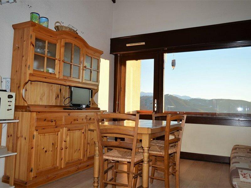 STUDIO CABINE MEZZANINE- LES MOUFLONS, holiday rental in Saillagouse