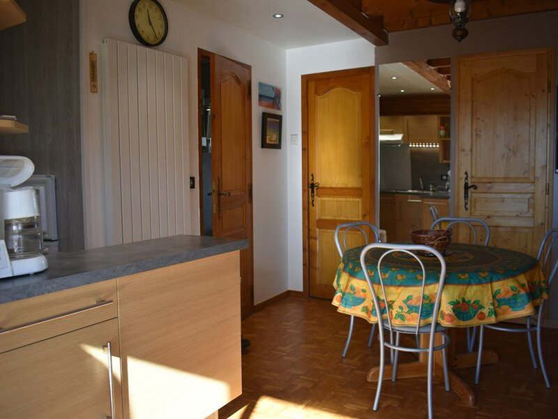 CHALET 4 PIECES- CHALET PLEIN SUD- 135-27, holiday rental in Saillagouse