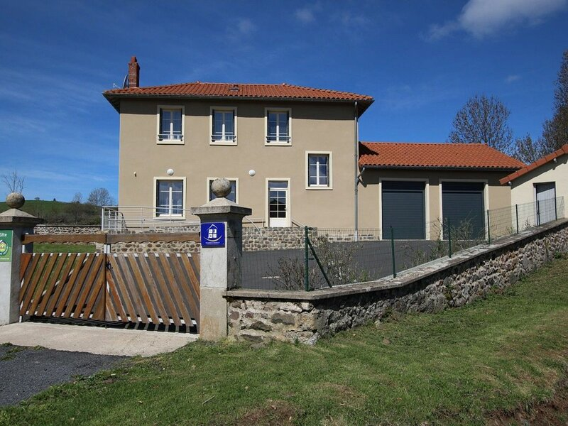 Gîte de Coulombs, holiday rental in Landos