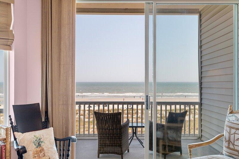 SEACOAST 4 - UNOBSTRUCTED OCEAN VIEWS - DOG-FRIENDLY VILLA, holiday rental in Folly Beach