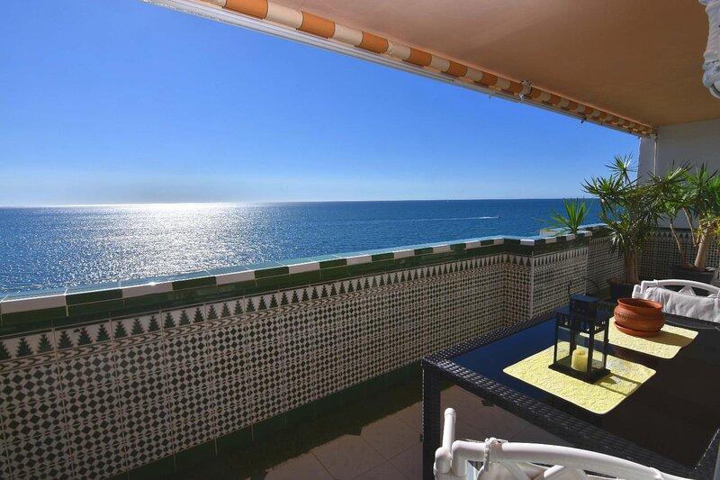 Apartamento en 1ª linea de playa semi-privada, WIFI, alquiler de vacaciones en El Arroyo de la Miel