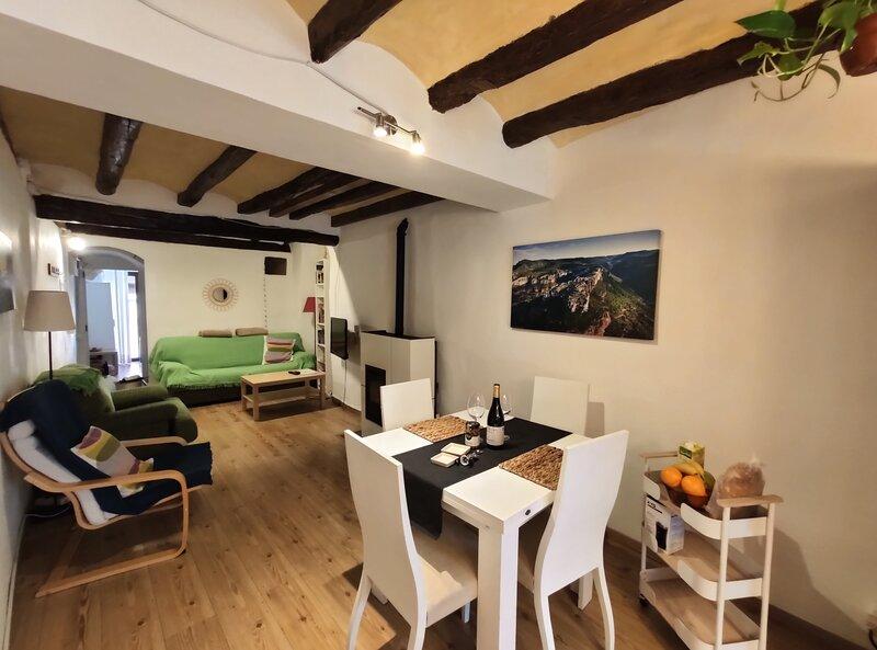 Alojamiento L'Agulla Prohibida, Cornudella de Montsant, holiday rental in Cornudella de Montsant