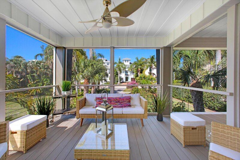 Contemporary, Modern 3-Bedroom & 2-Bath Beach House | Sleeps up to 10, holiday rental in Survey Creek
