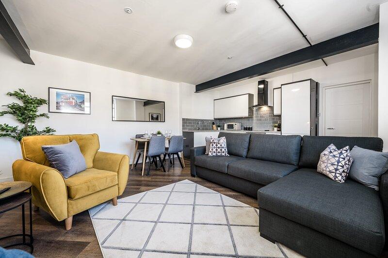 Gorgeous Manhattan Style Central Apartment - Sleeps 10, holiday rental in Birkenhead