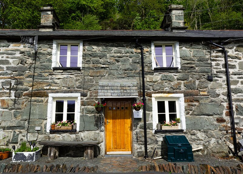 NEW LISTING 19th Century, period cottage in the heart of Snowdonia, holiday rental in Gellilydan