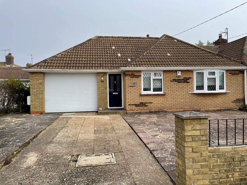 100 Yards The Beach Beautiful Family Home, holiday rental in Pevensey