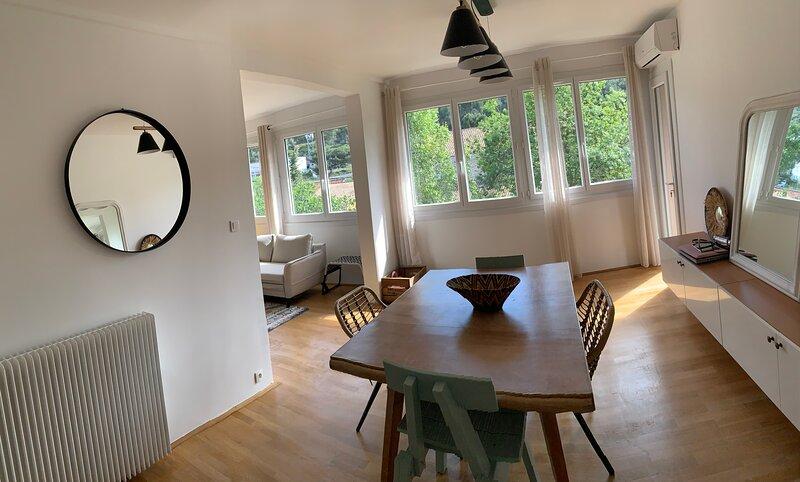 Appartement lumineux et traversant sans vis-à-vis, holiday rental in Les-Pennes-Mirabeau