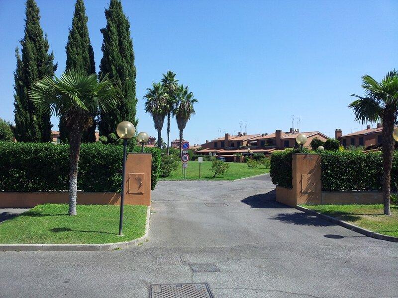 luxury 3-Bedrooms villa near the sea in Rome, holiday rental in Acilia