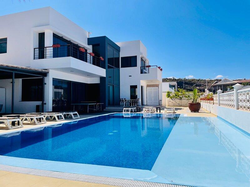Villa Casa Flamboyant Costa Adeje Tenerife, holiday rental in Adeje