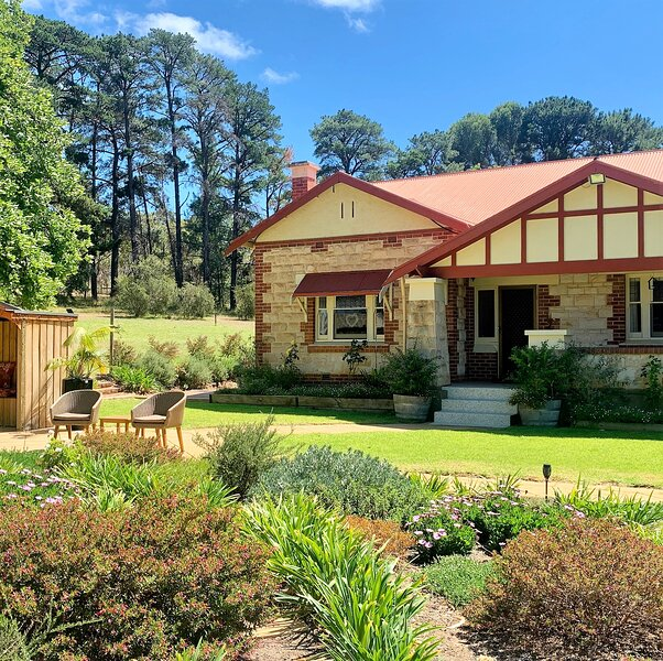 Amongst the Vines Deluxe Retreat, alquiler de vacaciones en Woodcroft