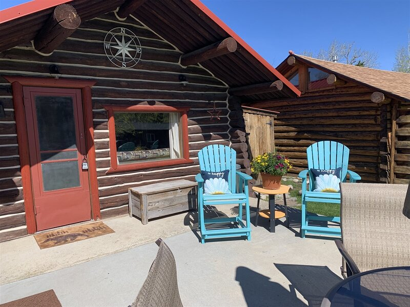 Quaint historic dog-friendly cabin with Fireplace and Wi-Fi, is a short distance, vacation rental in Clark