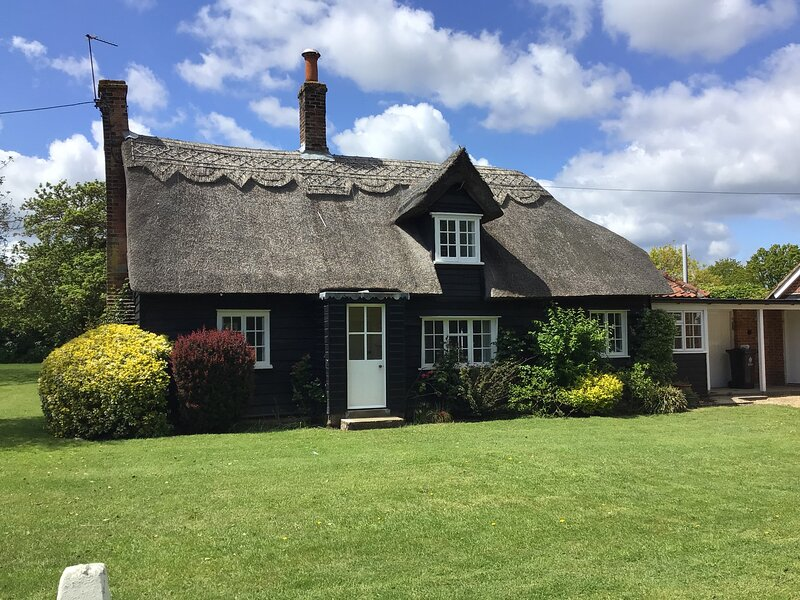 Thatched Cottage 3-Bed Cottage in a rural setting, alquiler vacacional en Essex